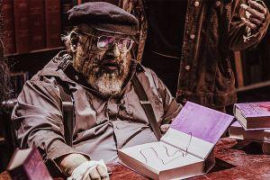 Автор «Игры престолов» Джордж Мартин превратился в зомби...