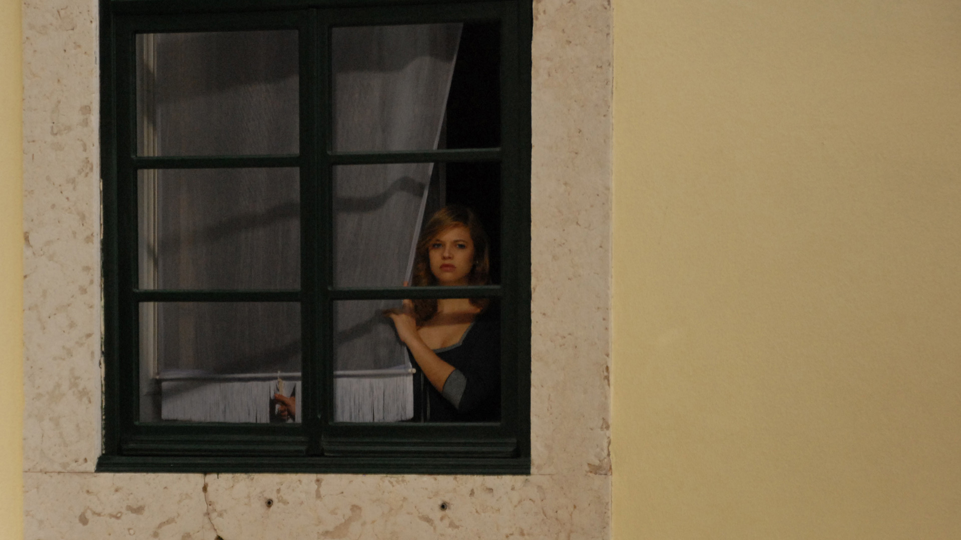девушки подсматривать в окна домов потому, статья