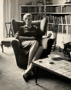Elizabeth Jane Howard, during her marriage to Kingsley Amis. Photograph: Associated Newspapers /REX/Rex Features