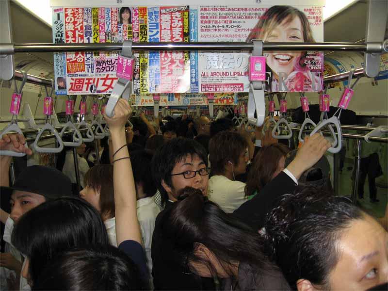 Японку склоняют в метро фото 506-115